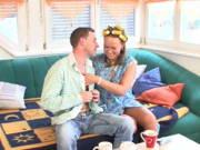 Putzfrau mit Lockenwickler fickt mit ihrem Mann
