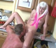 Vater fickt geile Tochter in der Küche