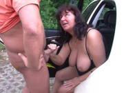 Rundliche Taxifahrerin ist fickgeil