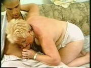 Mollige Oma fickt in einem alten deutschen Video