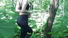 Quickie im Wald mit Arschbesamung