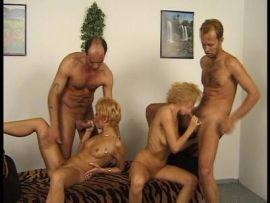 Gruppensex mit zwei geilen Blondinen