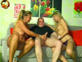 Paar hat Lust auf einen Dreier mit Anita