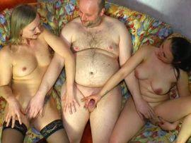 Deutscher Dreier mit zwei Frauen