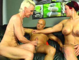 Mit dem Eheweib und einer reifen Blondine im Dreier
